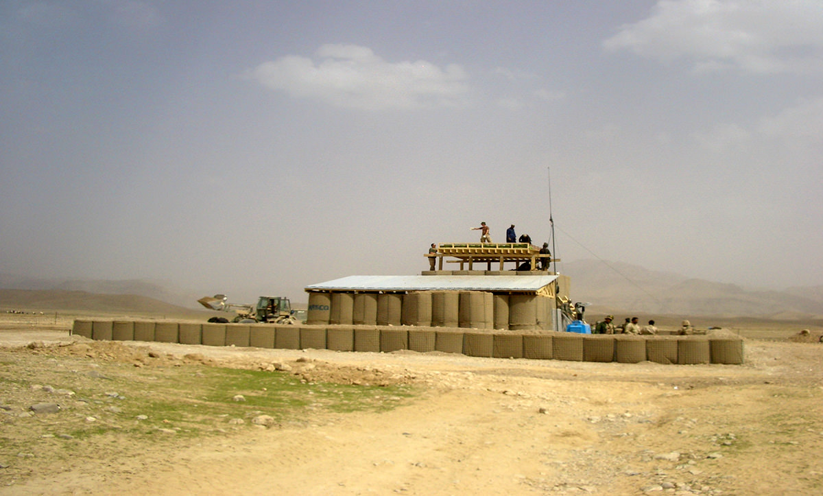 Observation Post (OPs) and Check Points (CP) are generally constructed as temporary structures, mostly by ISAF. In Uruzgan they are staffed by the private Armed Security Guards (ASG), the Afghan National Army (ANA), or the Afghan National Police (ANP). Unlike most other military bases constructed, the Dutch PRT erected OP DIZAK as a vernacular typology. They did so to ensure a sustainable legacy of the base when it is being transferred to local security forces post the ISAF withdrawal from Uruzgan in 2015.