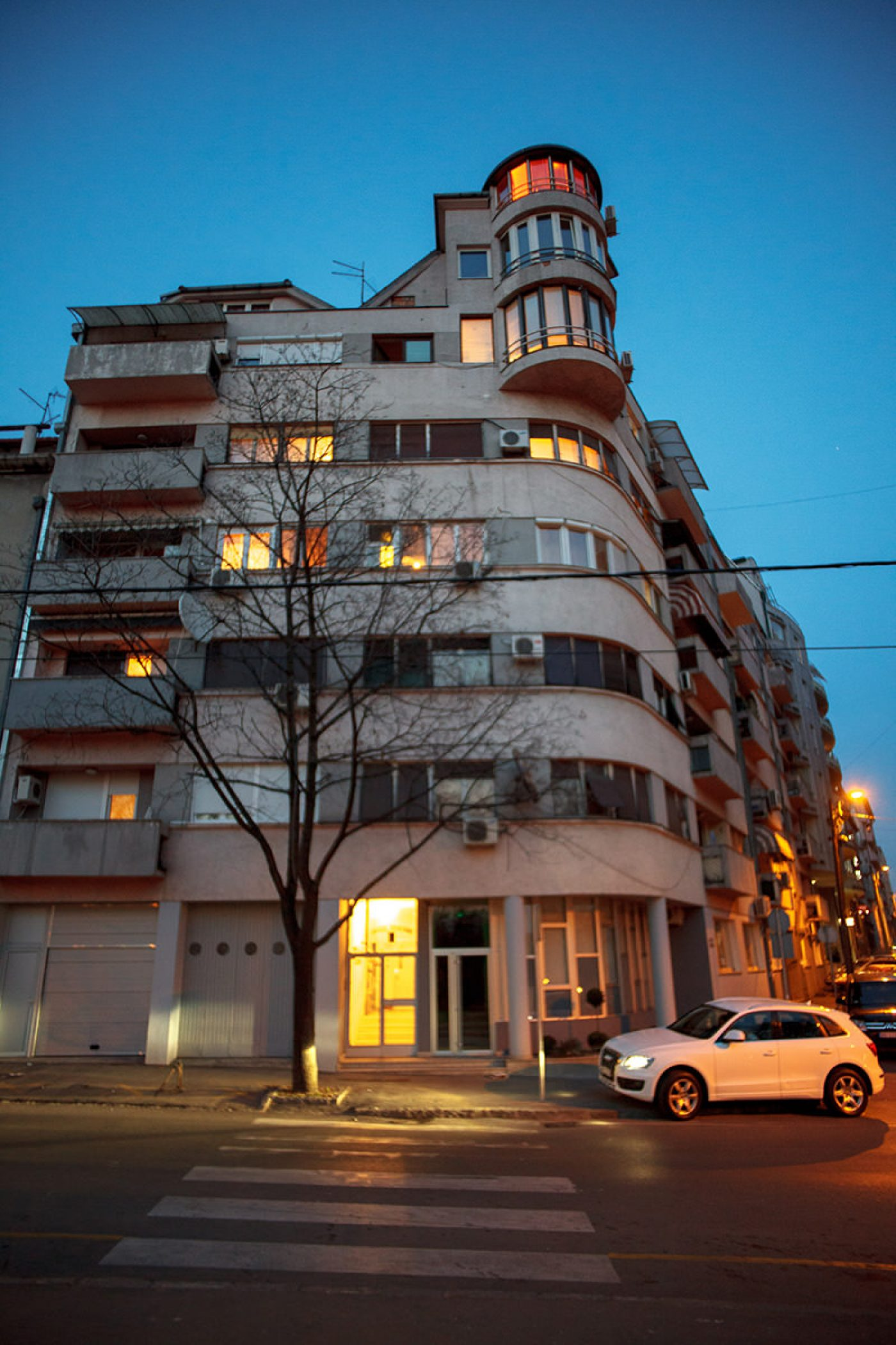 Don't Stare So Romantically: On Extralegal Space in Belgrade