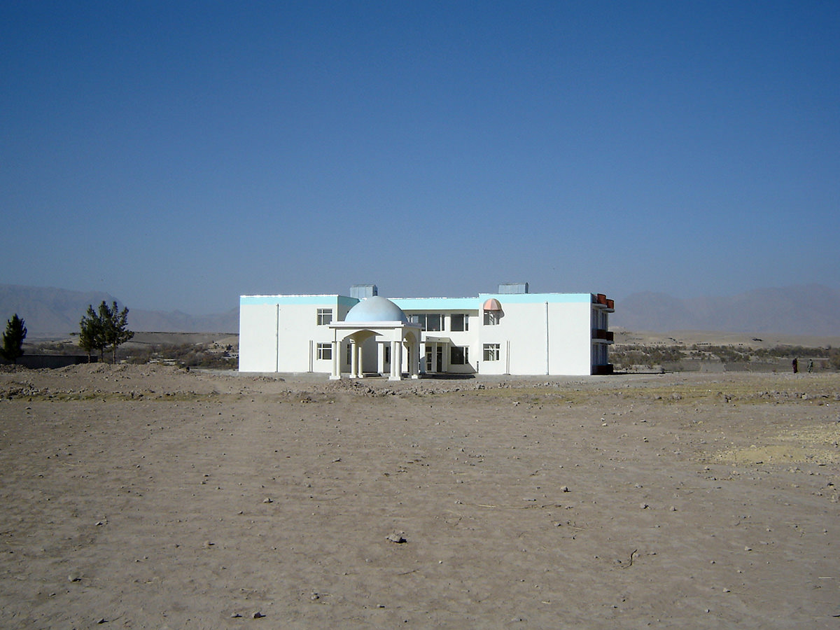 The United Nations Development Programme (UNDP) finances this guesthouse and city hotel built in the city of Tarin Kowt. The buildings' appearance is unique in Uruzgan.