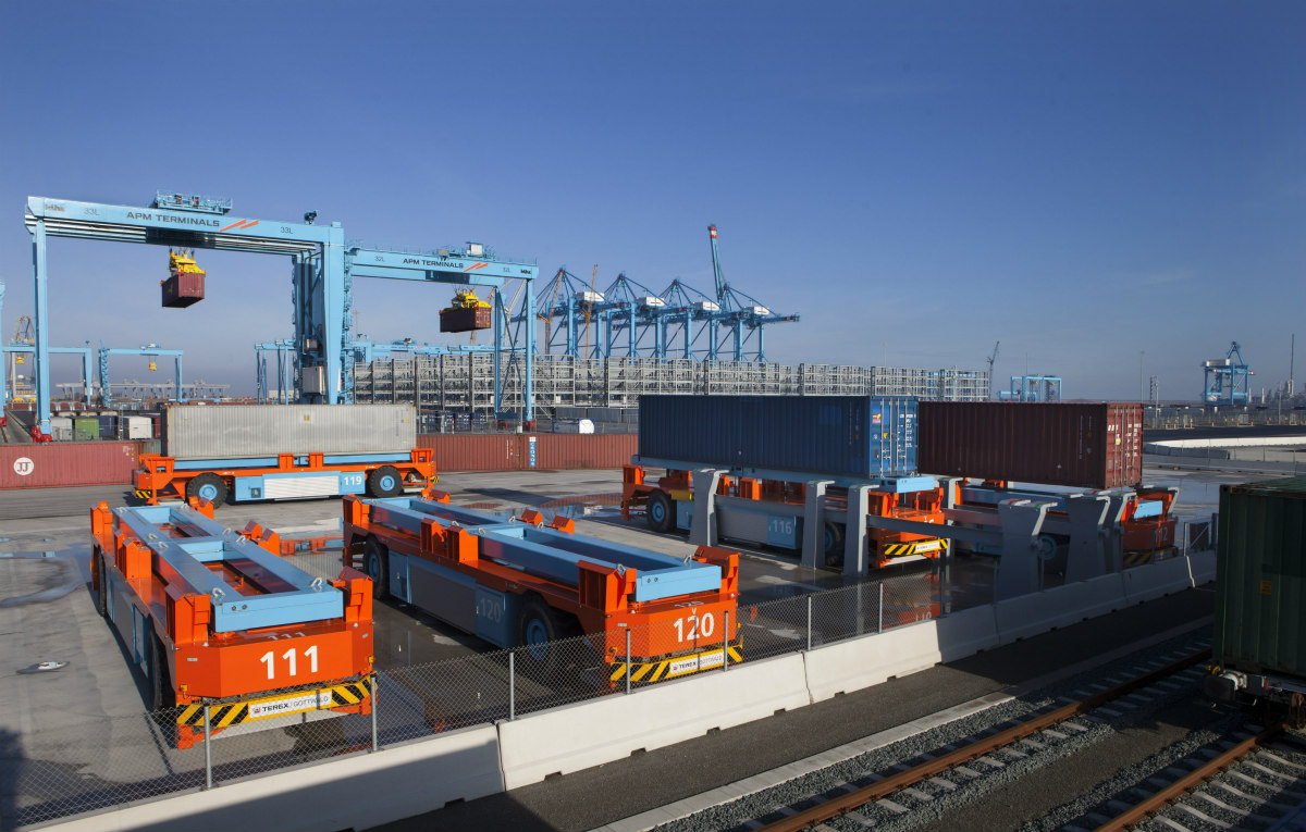 Lift AGVs dropping their cargo on the racks; it is the last stop of the containers before heading to a freight train. Source: APM Terminals